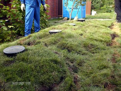 автономная канализация с монтажом на загородном участке